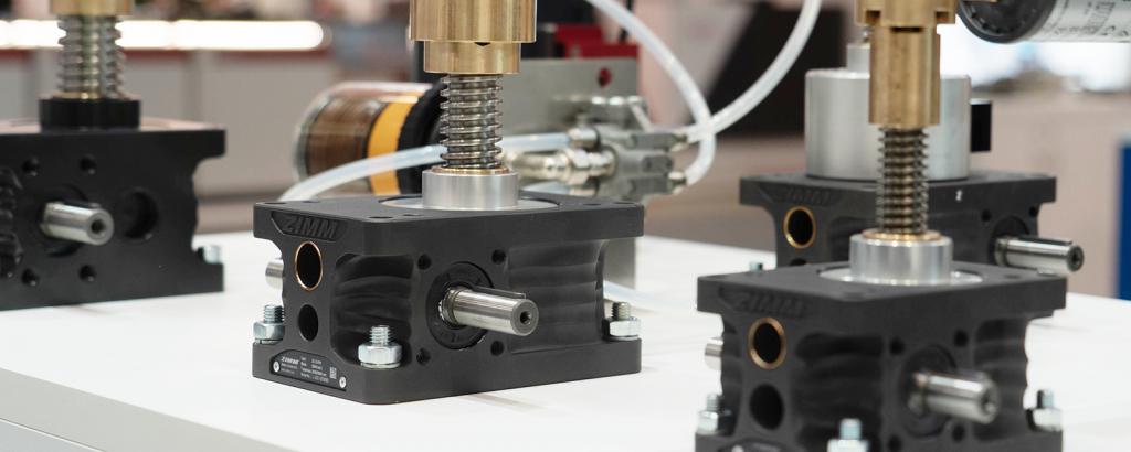 Zalety podnośników śrubowych w stosunku do układów hydraulicznych_2